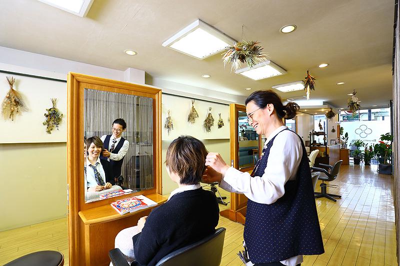 多忙女子必見! ネイル併設のヘアサロン  高校生までなら前髪カット100円!