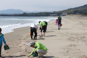 様々な漂流物を使ったクラフト体験!「砂浜美術館」の「ビーチコーミング」